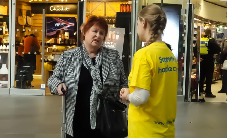 A member of Hospice UK staff talking to a member of the public